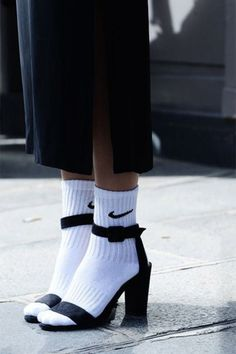 Tendance Chaussures nike socks and sandals 懐かしい Tendance & idée Chaussures Femme Description nike socks and sandals 懐かしい Look Fashion, Womens Fashion, Fashion Trends, Fashion 2015, Sport Fashion, Paris Fashion, Trendy Fashion, Looks Pinterest, Socks Outfit