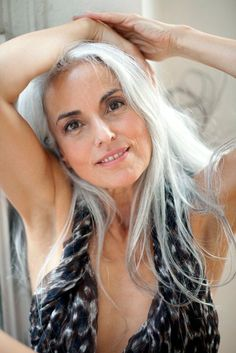 Beautiful - both Yasmina Rossi AND her grey hair Grey Hair Don't Care, Long Gray Hair, Silver Grey Hair, White Hair, Yasmina Rossi, Silver Haired Beauties, Gorgeous Hair, Beautiful, Salt And Pepper Hair