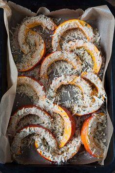 Roasted Pumpkin with Parmesan Crunchy . - Roasted pumpkin with parmesan crust. For this quick and … Informations About Gerösteter Kürbis m - Pumpkin Recipes, Vegetable Recipes, Fall Recipes, Roast Pumpkin, Parmesan Crusted, Soul Food, Food Inspiration, Healthy Snacks, Food Porn
