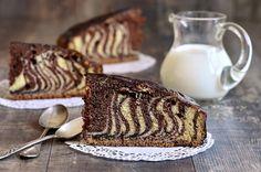 Piece of ''Zebra'' cake. Zebra Cakes, No Cook Desserts, Easy Desserts, Dessert Recipes, Cake Boss Recipes, Pound Cake Recipes, Dessert Simple, Chocolate Chip Recipes, Mint Chocolate Chips