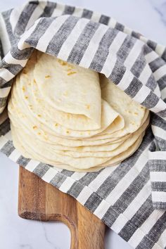 The Baker Upstairs: Soft Homemade Flour Tortillas Easy Bread Recipes, Cooking Recipes, Homemade Christmas Gifts Food, Homemade Flour Tortillas, Mama Recipe, Soft Tacos, Pastry Blender, Bread And Pastries, Dessert Bread
