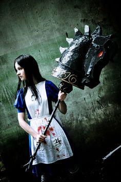 Character: Alice Lidell. Videogame: Alice American´s McGee. Cosplayer: Nataliya 'aka' Odango Datte/Cordis. Photo: LissaBonbon 2011.