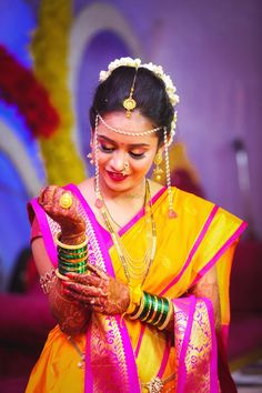 Looking for Marathi bride portrait? Browse of latest bridal photos, lehenga & jewelry designs, decor ideas, etc. Indian Bride Poses, Indian Wedding Poses, Indian Wedding Couple Photography, Indian Bridal Outfits, Bridal Photography, Marathi Bride, Marathi Wedding, Marathi Nath, Saree Wedding