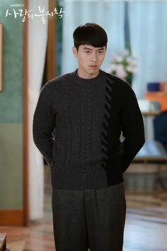 Crash Landing on You (사랑의 불시착) - Drama - Picture Gallery Hyun Bin, Handsome Actors, Handsome Boys, Korean Men, Korean Actors, Korean Dramas, Gu Family Books, Big Bang Top, College Boys