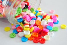 Pretty bright buttons for wedding table decoration