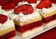 Svěží, lahodné a krémové řezy s jahodami. Namísto jahod klidně můžete použít i jiné ovoce - meruňky, maliny, ...