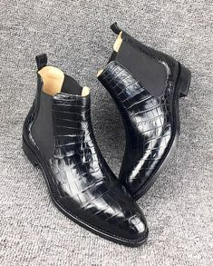 Alligator Chelsea boots for men, these alligator Chelsea boots are not less in any way, the quality of the leather is very fine. Chelsea Shoes, Shoe Boots, Ankle Boots, Crocodile Skin, Goodyear Welt, Toe Shape, Dress Shoes, Footwear, Loafers