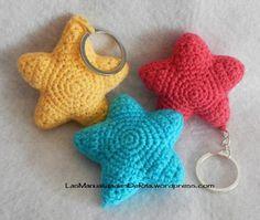 Llavero estrella ganchillo Crochet Bear, Crochet Gifts, Cute Crochet, Crochet Toys, Crochet Stitches Patterns, Amigurumi Patterns, Crochet Keychain, Crochet Earrings, Crochet Accessories