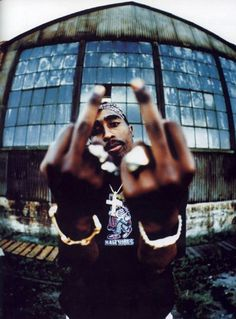 Tupac Woke up screaming fuck the world !