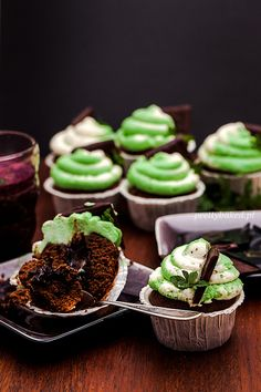 Awesome Mint-Chocolate Cupcakes with Chocolate-Filling!