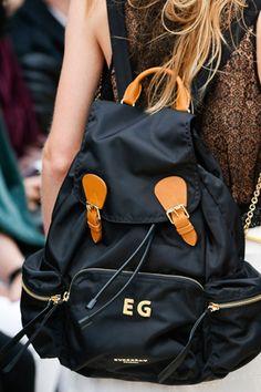 Burberry Prorsum As bolsas das passarelas internacionais . verão 2016 #ZOOM | Chic - Gloria Kalil: Moda, Beleza, Cultura e Comportamento