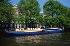 Amsterdam is called the Venice of the North. Houses right on the water that you have to take a boat to. It was a lovely city years ago). I vividly remember all of the cute houses with flowers blooming under every window. Amsterdam Holland, Amsterdam Travel, Narrowboat Holidays, Great Places, Beautiful Places, Cute House, Great Vacations, Luxury Travel, Where To Go