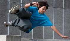 The Definitive Guide To Parkour For Beginners (via Fitness) // Parkour! If I could rock parkour, my life would be complete. Parkour For Beginners, Strength Training For Beginners, Nerd Fitness, Fitness Tips, Fitness Exercises, Workouts, Health Fitness, Parkour Workout, Kickboxing Workout