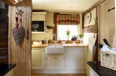 Country-style kitchen with Belfast sink