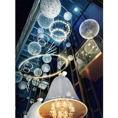 Entrée avec luminaires XXL. Visite déco: l'hôtel Andaz d'Amsterdam   MyHomeDesign