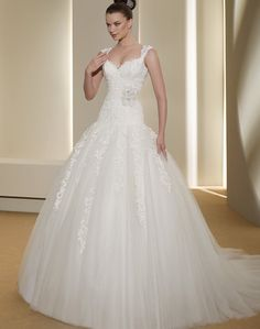 Fara Sposa lace gown. So much pretty going on.