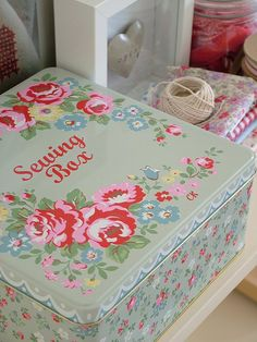 A Shabby sewing box Cath Kidstone My Sewing Room, Sewing Box, Sewing Rooms, Sewing Notions, Granny Chic, Shabby Chic Blog, Sewing Baskets, Pretty Box, Vintage Sewing