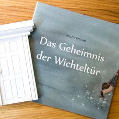 http://www.wandmotive.de/Kaufen/Wichtel-und-Feentueren Wichteltür in Handarbeit hergestellt und die passende Geschichte vom kleinen Wichtel Dröm, der nachts seine Kinder besucht, um sie im Schlaf zu beschützen. Zauberhaft!