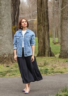 Yes, you can wear a jean jacket all year round. Here are 51 outfit ideas that prove you can style the denim staple for winter, spring, summer, or fall. Zara Denim Jacket, Denim Culottes, Oversized Denim Jacket, Dress Skirt, Midi Skirt, J Crew Flats, Denim Outfit, Glamour, Street Style