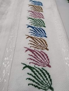 1 million+ Stunning Free Images to Use Anywhere Basic Embroidery Stitches, Cross Stitch Embroidery, Embroidery Designs, Cross Stitch Designs, Cross Stitch Patterns, Diy Recycling, Free To Use Images, Bargello, Cross Stitch Flowers