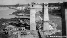 Photo exclusive de la construction du Pont Jacques-Cartier en 1926 à Montréal Jacques Cartier, Quebec Montreal, Montreal Ville, Construction, Canada, Tower Bridge, Brooklyn Bridge, Vintage Photos, Paris