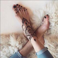ideas tattoo foot bracelet henna designs for 2019 Henna Tattoo Foot, Foot Tattoos, Body Art Tattoos, New Tattoos, Henna Designs Feet, Henna Tattoo Designs, Anklet Tattoos, Tattoo Bracelet, Foot Bracelet