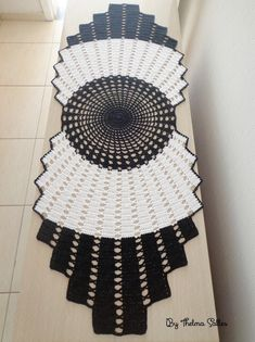 Thelma Salles ღ Artesanatos: 2017 Knitting ProjectsKnitting HumorCrochet PatronesCrochet Stitches Crochet Patterns Free Women, Doily Patterns, Craft Patterns, Crochet Tablecloth Pattern, Crochet Motif, Crochet Stitches, Diy Crafts Crochet, Crochet Home, Crochet Projects
