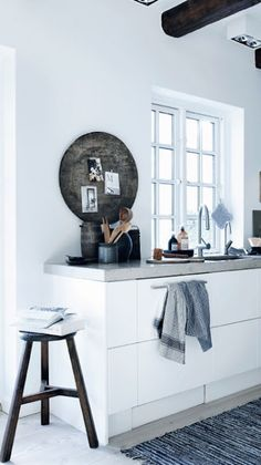 Stool at the end of kitchen table... #interior #decor #kitchen