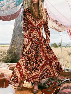 60 Design Ideas for Boho Style Clothing: Bohemian style is all about comfort and layering. Soft, comfortable clothes usually lose flowy dresses such as long maxis with loose fitting is the wonderful example of boho style clothing. Estilo Boho Chic, Look Boho Chic, Bohemian Style, Bohemian Print, Bohemian Gypsy, Bohemian Summer, Gypsy Style, Boho Outfits, Fashion Outfits