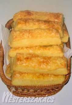A tésztához: 25 dkg liszt 20 dkg vaj 25 dkg túró 2 kávéskanál só A tetejére: Pastry Recipes, Cake Recipes, Snack Recipes, Dessert Recipes, Cooking Recipes, Snacks, Hungarian Desserts, Hungarian Recipes, Savory Pastry