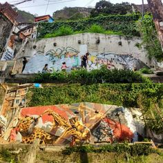 Shout out to our friends and partners at @sprayvida. They took it upon themselves to transform the village Rocinha Brazil and inspire beauty creativity love and possibility across the globe. #beautifyearth #beautifybrazil