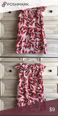 Fluttery, silky Tank Adorable fluttery silky tank with a ruffled neckline and sleeve. Perfect with or without a cardigan. Excellent condition. Smoke and pet free home. Thanks for shopping! Banana Republic Tops Tank Tops