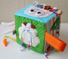 Всем привет! Я по-прежнему вся в творческом процессе. Списки дел, покупок, идей меньше не становятся, скорее наоборот. Уже готов целый спи... Baby Quiet Book, Felt Quiet Books, Toddler Toys, Baby Toys, Kids Toys, Baby Cubes, Activity Cube, Baby Blocks, Book Quilt
