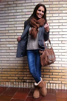 Take a look at 23 teens winter outfits with boots you should try too in the photos below and get ideas for your own outfits! Nice Winter Outfits With Leggings Like this combination. Fashion Week Paris, New York Fashion, Teen Fashion, Runway Fashion, Fashion Models, Winter Fashion, Fashion Outfits, Fashion Tips, Fashion Trends