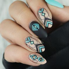 We all want beautiful but trendy nails, right? At the same time we want something different and worldly. Here's a look at some beautiful nude nail art. Fancy Nails, Pretty Nails, Art Deco Nails, Geometric Nail Art, Geometric Patterns, Tribal Nails, Ten Nails, Nagellack Trends, Stamping Nail Art