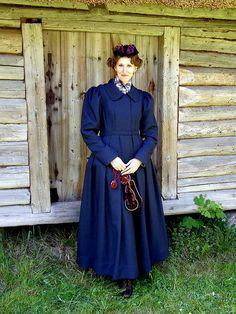 Kaapotkuub - long coat with a ruffled skirt and linnatanu (literally town-coif), North Estonia, end of the 19th century.    Kristiina kaapotkuues  photo by Priit Halberg - pitsimeister, via Flickr. www.flickr.com/... by pitsimeister, via Flickr