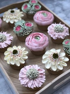 How to pipe frosting flowers