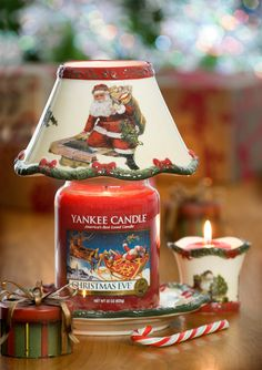Christmas Ivy / Yankee Candle with Santa Shade Yankee Candle Christmas, Christmas Scents, Christmas Candles, Christmas Decorations, Christmas Gifts, Holiday Decorating, Yankee Candle Shades, Yankee Candle Scents, Yankee Candles