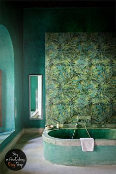 Who would like to take a bath in such a bathroom? Great removable wallpaper wall decor, lovely green print and modern bathroom design. Plant Wallpaper, Bathroom Wallpaper, Bathroom Wall Decor, Wall Wallpaper, Wallpaper Jungle, Watercolor Wallpaper, Bathroom Ideas, Plants Watercolor, Wallpaper Designs