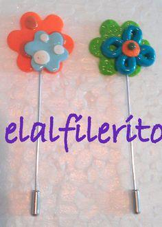 Alfileres Flores diseño. Disponible en todos los colores y diferentes diseños. Hecho a mano. www.elalfilerito.com www.facebook.com/elalfilerito.hechoamano pilarcorzoc@gmail.com