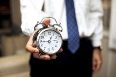 Proiect care propune saptamana cu 38 de ore de lucru si nu 40, iar angajatii sa isi poata flexibiliza programul Work Images, Alarm Clock, Pocket Watch, Instagram, Accessories, Home Decor, Projection Alarm Clock, Homemade Home Decor, Pocket Watches