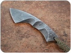 Стена | ВКонтакте Cool Knives, Knives And Tools, Knives And Swords, Blacksmithing Knives, Damascus Blade, Neck Knife, Handmade Knives, Fixed Blade Knife, Survival Tools
