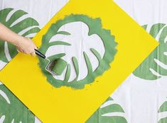 Philodendron Beach Blanket DIY // wall Tapestry or pillows instead Diy Bathroom Decor, Diy Room Decor, Small Bathroom, Bathroom Ideas, Bedroom Decor, Room Decorations, Wall Decor, Diy Wall Painting, Fabric Painting