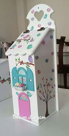 Cajas para bolsas plasticas Handmade Crafts, Diy And Crafts, Crafts For Kids, Making Raised Beds, Hand Painted Chairs, Splashback Tiles, Kids Room Organization, Wood Colors, Holidays And Events