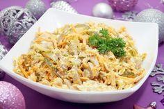 Салат с копченной курицей и маринованными огурчиками не оставить равнодушного гостя на вашем застолье.