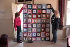 Several members of a Dutch machine embroidery forum joined forces and created these 3 quilts for charity. Disney Diy, Disney Crafts, Mickey Mouse Quilt, Signature Ideas, Disney Quilt, Disney Rooms, Colorful Quilts, Quilt Festival, Diy Presents
