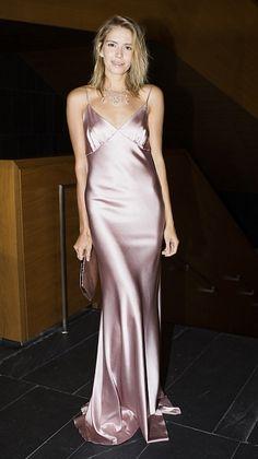 424130243701 Битвы | Glamour.ru Satin Klänningar, Eleganta Klänningar, Vackra Klänningar,  Sexy Dresses