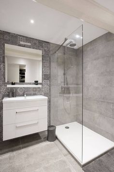 small Bathroom Decor Salle de bains pure et design - bathroomdecor Laundry In Bathroom, House Bathroom, Shower Room, Modern Bathroom, Bathroom Renovations, Bathroom Shower, Bathroom Design, Small Bathroom Remodel, Tile Bathroom