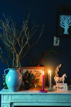 Oświetlenie na Boże Narodzenie, święta, świeczki, jemioła, ostrokrzew. Zobacz więcej na: https://www.homify.pl/katalogi-inspiracji/13664/oswietlenie-domu-na-swieta