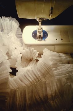 ruffled crepe paper garland! sew two rolls of crepe paper together, sounds simple enough